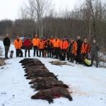 """""""Jagd vorbei"""" - bei den vielen sehr guten Leistungen der eingesetzten Hunden sind die erfolgreichen Hundeführer und die Jagdveranstalter gleichermaßen zufrieden."""